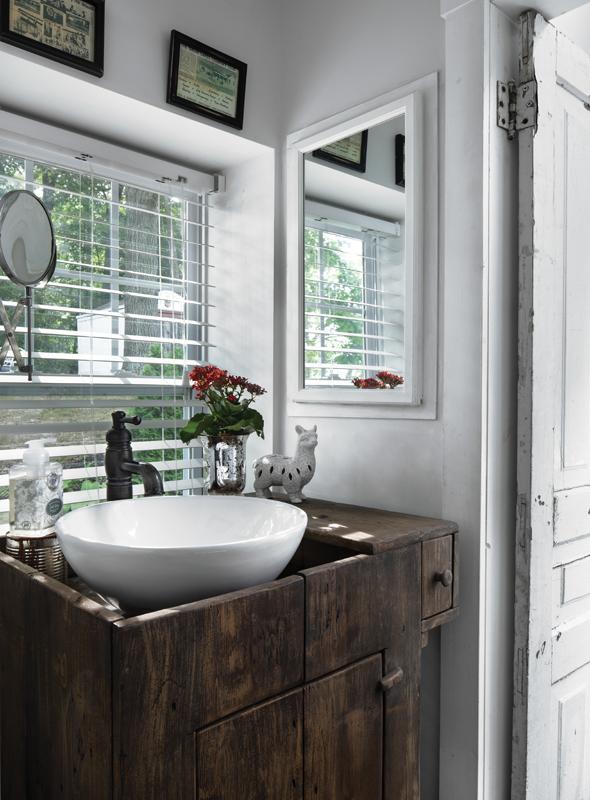 Dawn Jacobs - bathroom